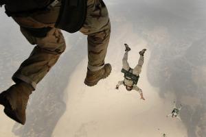 skydiving-658405_640